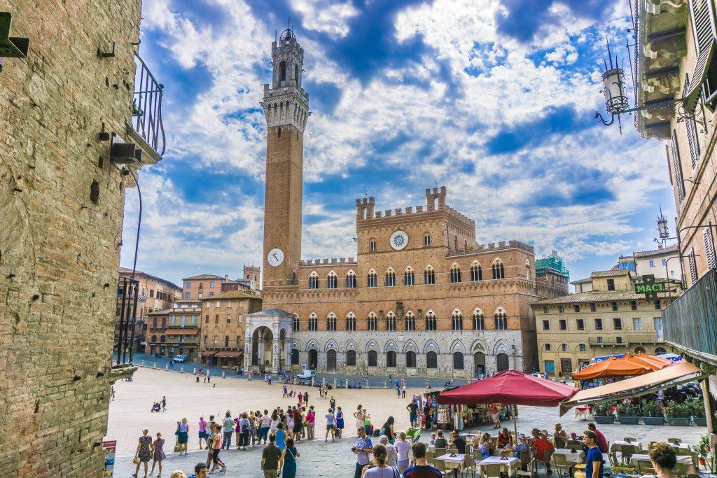 Piazza del Campo mit dem Rathaus